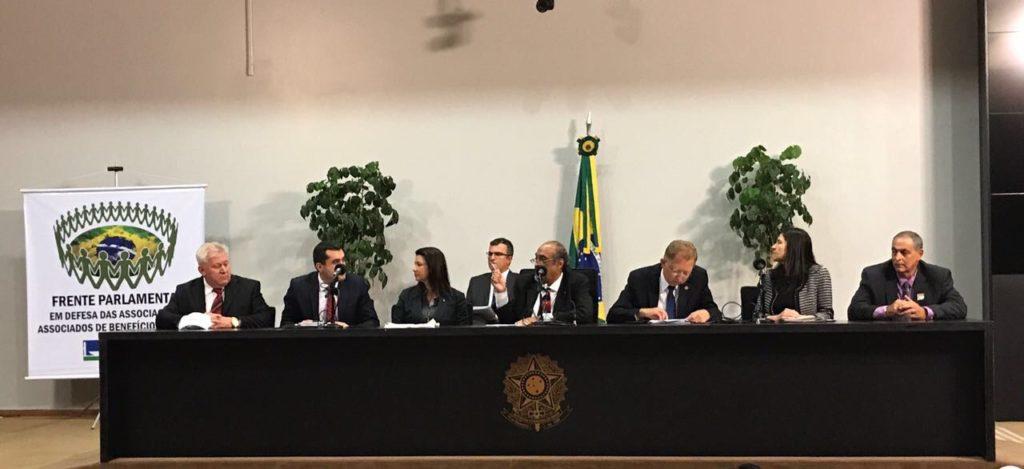 Autoridades e AAAPV discutem diferença entre seguro e associações de benefícios mútuos na Câmara dos Deputados